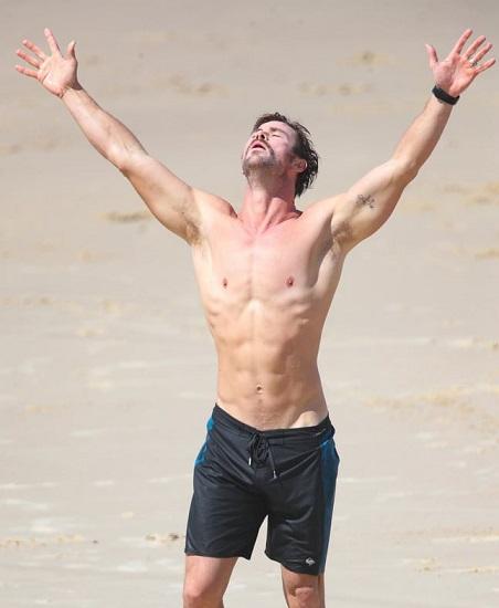 Chris Hemsworth - Barechested Image
